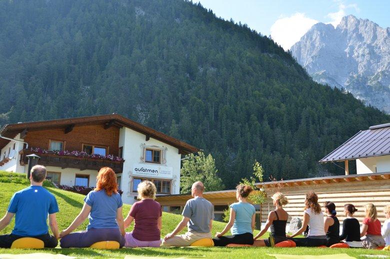 Yoga in Tirolo , © aufatmen, Pfeiffer
