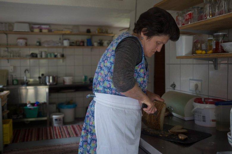 Maridl Schmid ha preso in gestione la malga Falbesoner Ochsenalm da sua madre. Si dedica a questa attività con anima corpo.