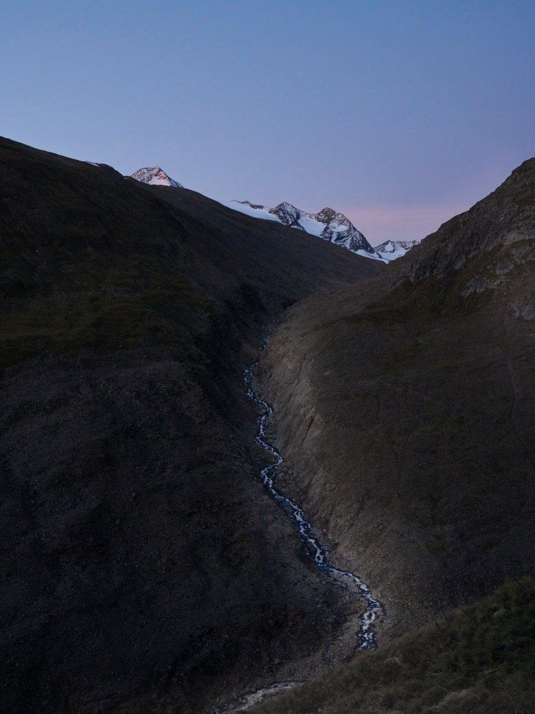 Il cammino delle pecore risale il corso del torrente Rofenache fino al valico dell'Hochjoch.
