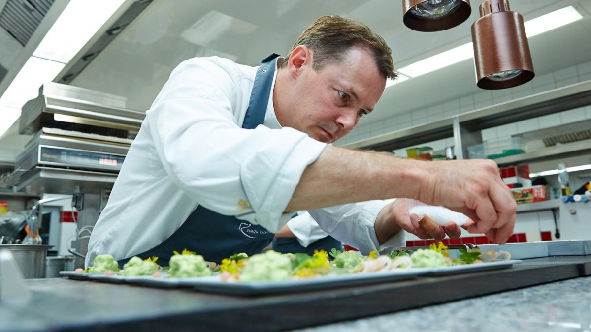Il capo cuoco Simon Taxacher del Rosengarten a Kirchberg in Tirol, © Relais & Châteaux Rosengarten
