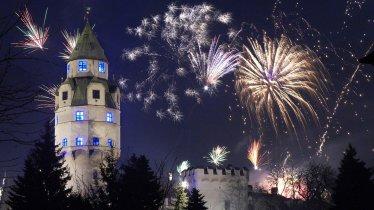 La torre della zecca e la fortezza di Hasegg a Hall nella notte di capodanno, © Hall-Wattens/Watzek