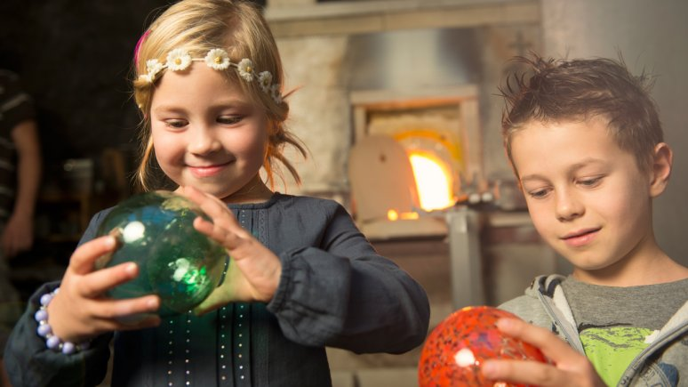 Bambini al mercatino di Natale di Rattenberg, © Alpbachtal Tourismus