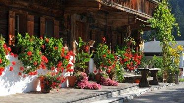 Fattoria con fiori nella Kelchsau, © Kitzbüheler Alpen