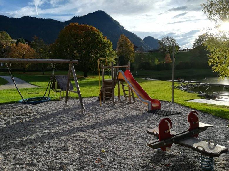 Il primo parco giochi è in prossimità del laghetto