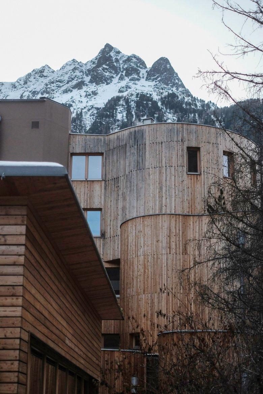 Una splendida facciata in legno abbellisce il Naturhotel Waldklause.