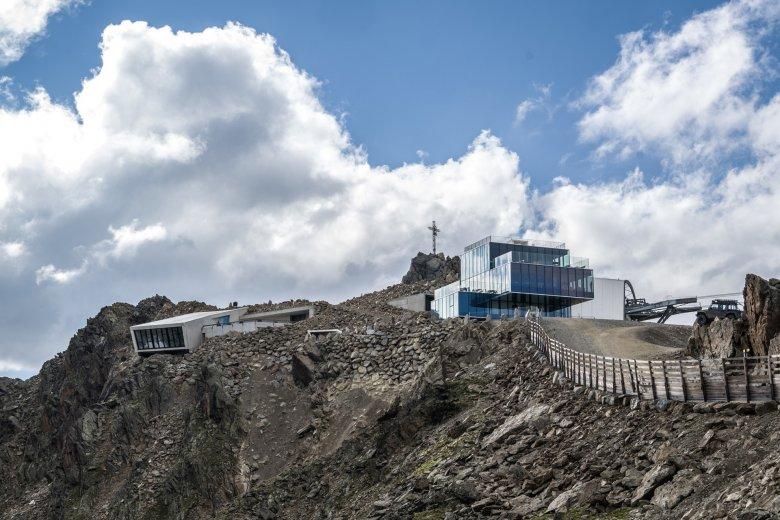 """Il ristorante """"ice Q"""" sul Gaislachkogel nel film """"Spectre"""" era la Clinica Hoffler. Direttamente a fianco si trova ora lo spettacolare e unico Mondo Avventuroso dedicato a James Bond """"007 Elements"""""""