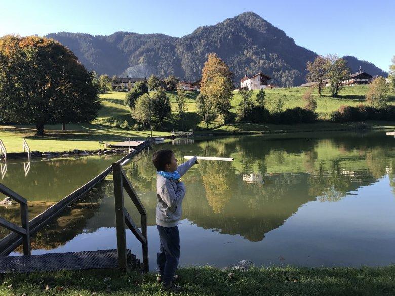 Il laghetto al villaggio Reith con due parchi giochi per bambini.