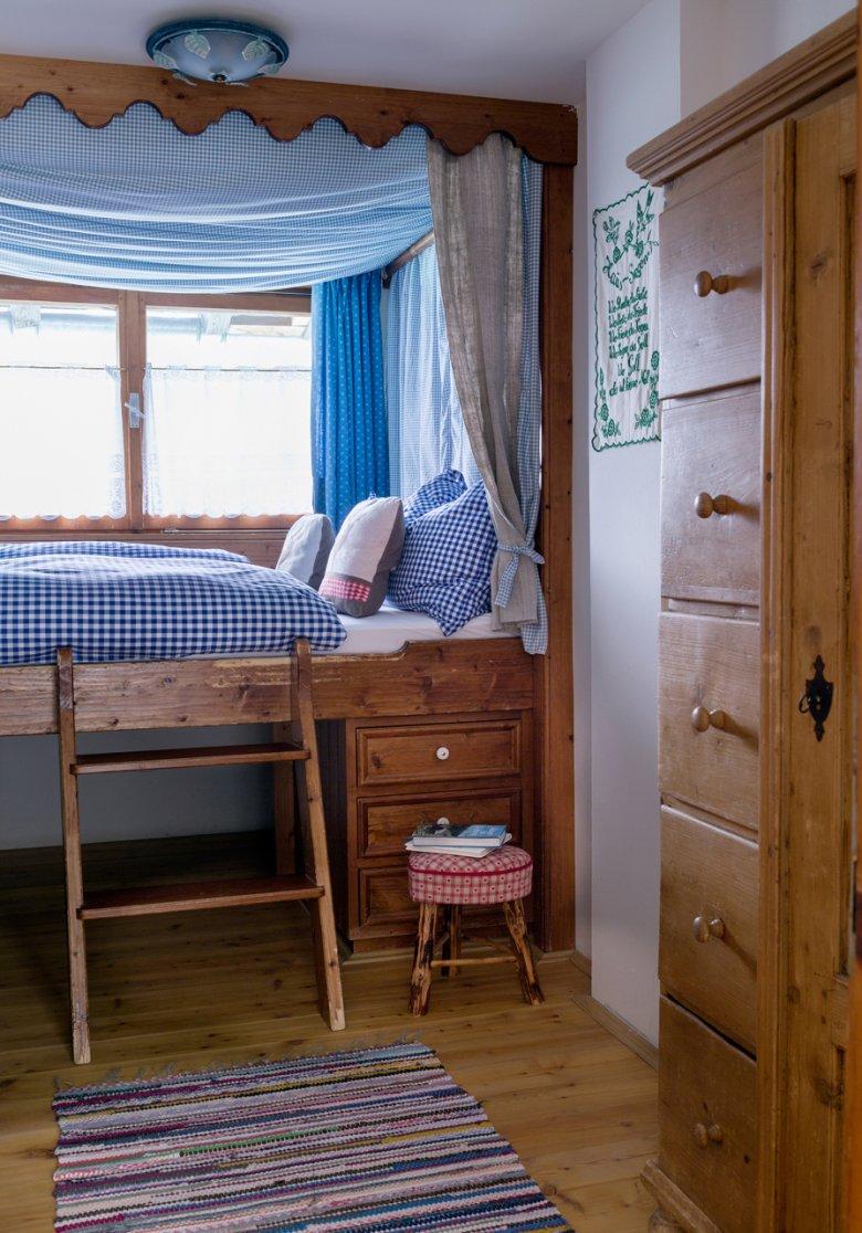 Una camera da letto accogliente nella Angerer Alm.