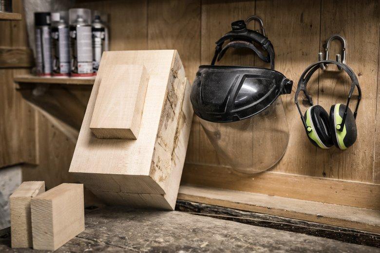 Uno sguardo nell'officina di Marco – ovviamente l'elemento dominante è il legno.