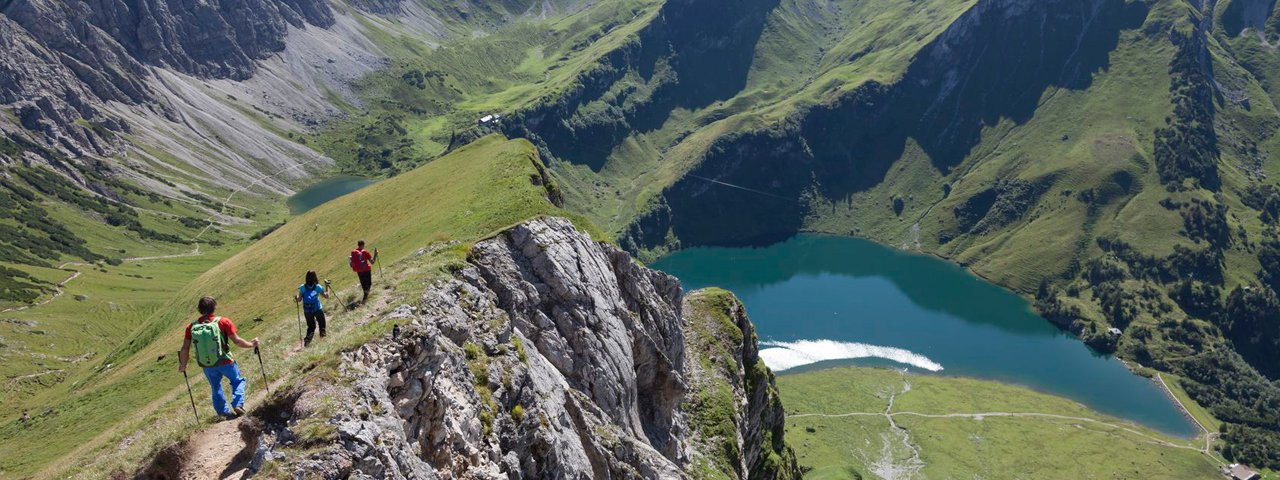 Il lago Traualpsee nella valle Tannheimer Tal, © Tirol Werbung/Klaus Kranebitter