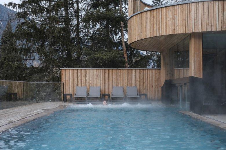 Il pool esterno nel Naturhotel Waldklause.