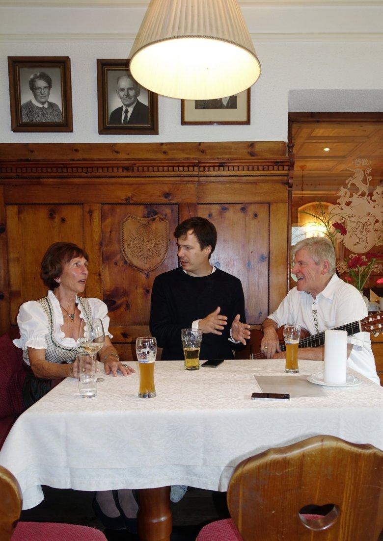 Martha, Maximilian e Reinhard durante lo jodel.