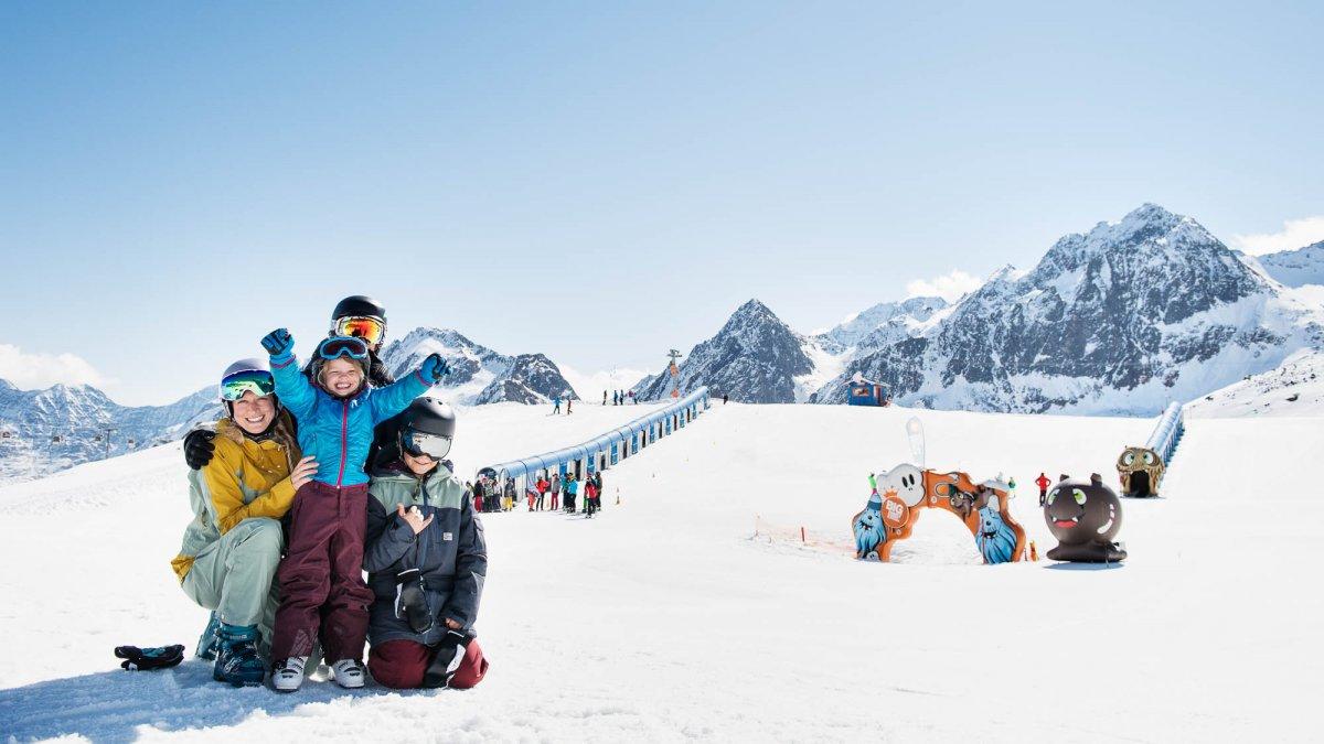 Sciare in famiglia al ghiacciaio dello Stubai, © Stubaier Gletscher/Christoph Schöch