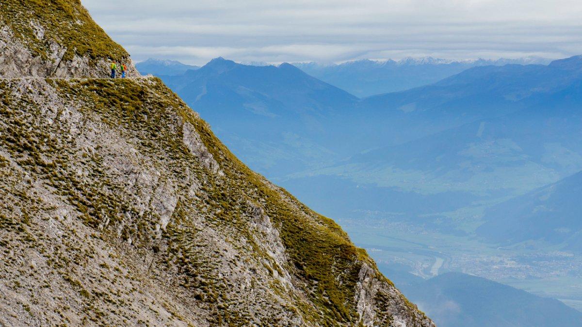 Sentiero dell'aquila: il sentiero Goetheweg al di sopra della valle Inntal, © Tirol Werbung
