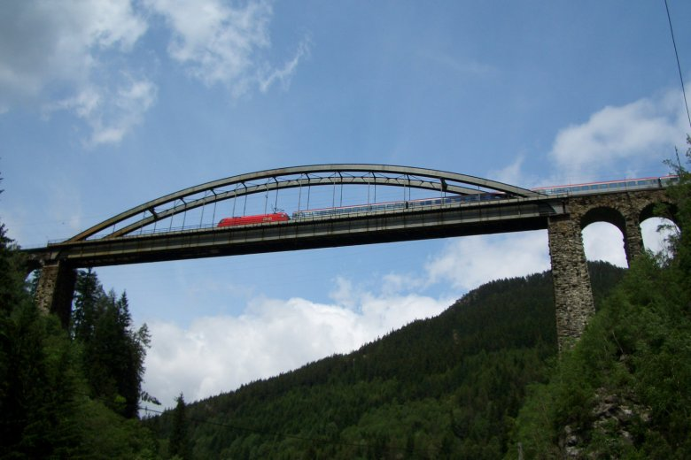 Il ponte Trisanna in estate (Photo: Roland Siegele)