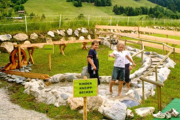 Parco giochi e impianto Kneipp, © Kitzbüheler Alpen - Brixental