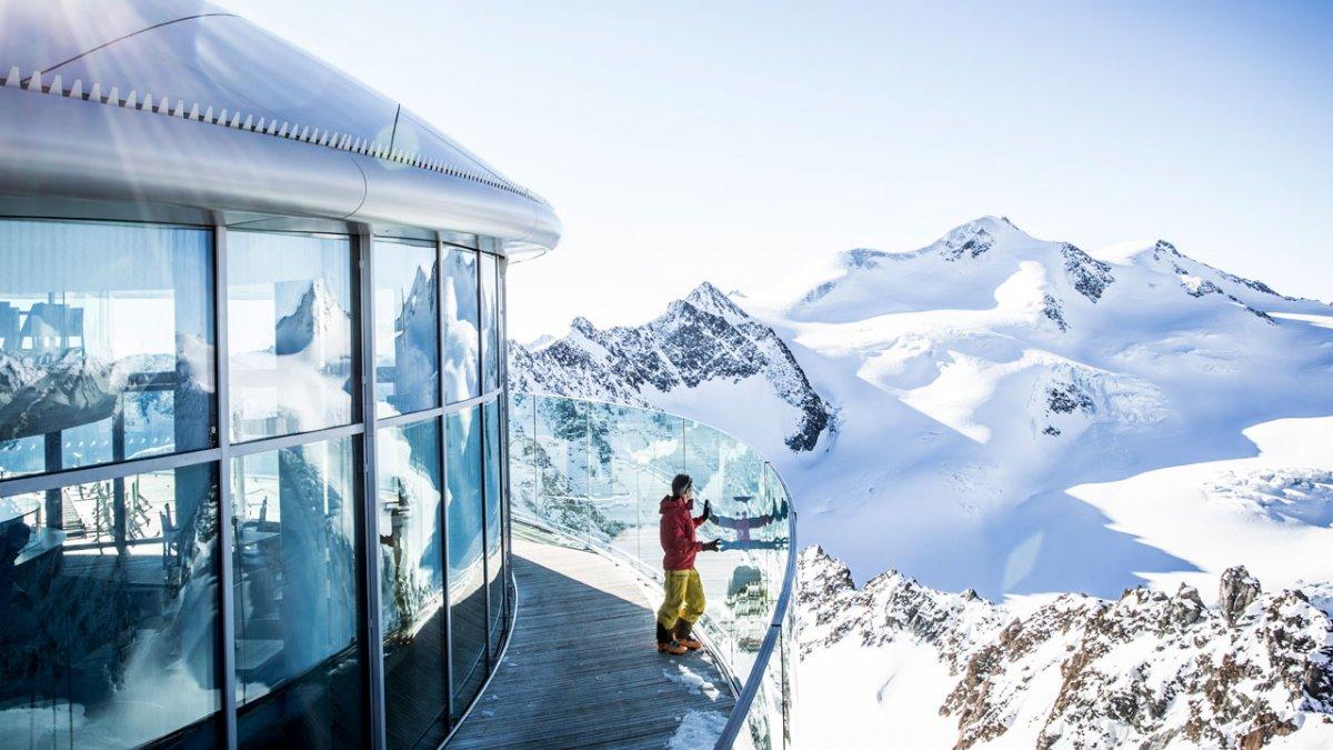Dalla terrazza del caffè del comprensorio sciistico dell'Austriapiù ad alta quota (a 3.440 metri) non c'è solo un panorama mozzafiato, si servono anche abbondanti e ottime colazioni., © Pitztaler Gletscherbahn/Daniel Zangerl