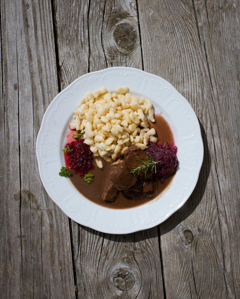Il rifugio Erlanger Hütte è famoso per la sua cucina deliziosa. , © Tirol Werbung, Jens Schwarz