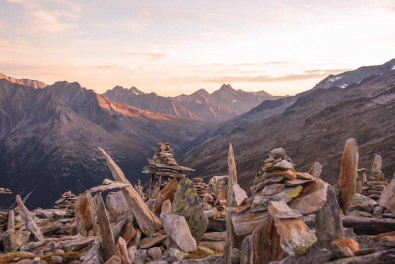 Prendetevi il tempo di visitare il Petersköpfl con tutti i suoi meravigliosi omini di pietra, mir il culminedell'escursione. , © Jannis Braun