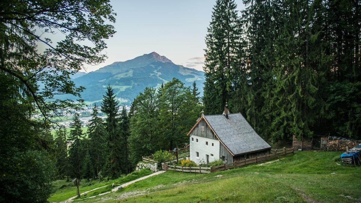 Andare via, trovare se stessi e esplorare qualcosa di nuovo: l'eremitaggio Maria Blut. Sr. Wilbirg esiste da più di 300 anni. Un posto perfetto per delle discussioni interessanti bevendsi una tazza di tè., © Florian Mitterer