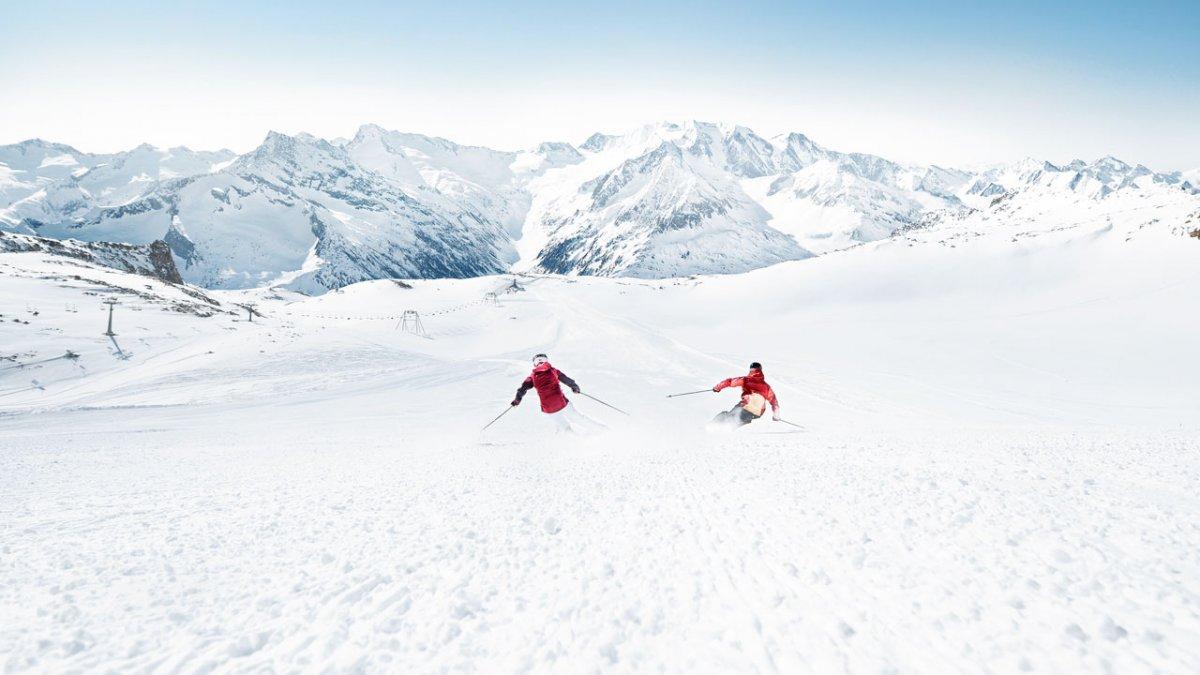 Il ghiacciaio Hintertuxer Gletscher è l'unico comprensorio sciistico in Austria aperto tutto l'anno. Allora per tutti quelli che amano sciare in estate questo comprensorio è il posto giusto per lo sci estivo. Il comprensorio è modernissimo con seggiovie riscaldate, scale mobili, percorsi per bambini e principianti, snow park e molto altro., © Zillertaler Gletscherbahn