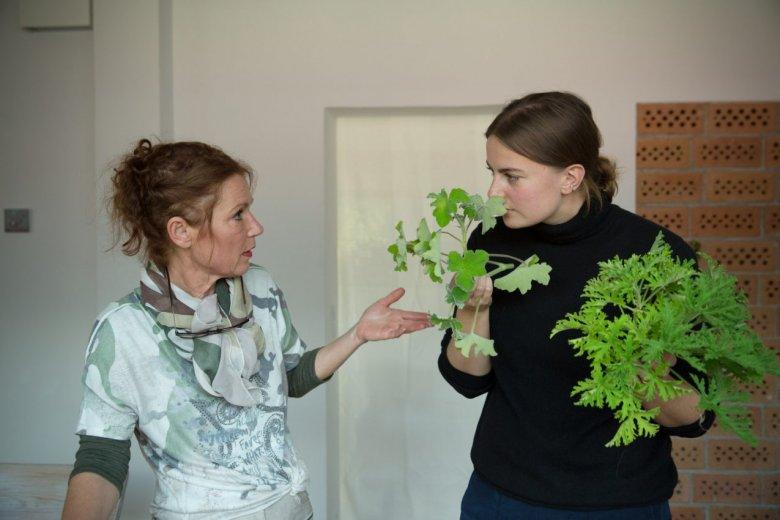 """L'esperta di erbe officinali Barbara Hoflacher preferisce definirsi """"l'apprendista della natura""""."""
