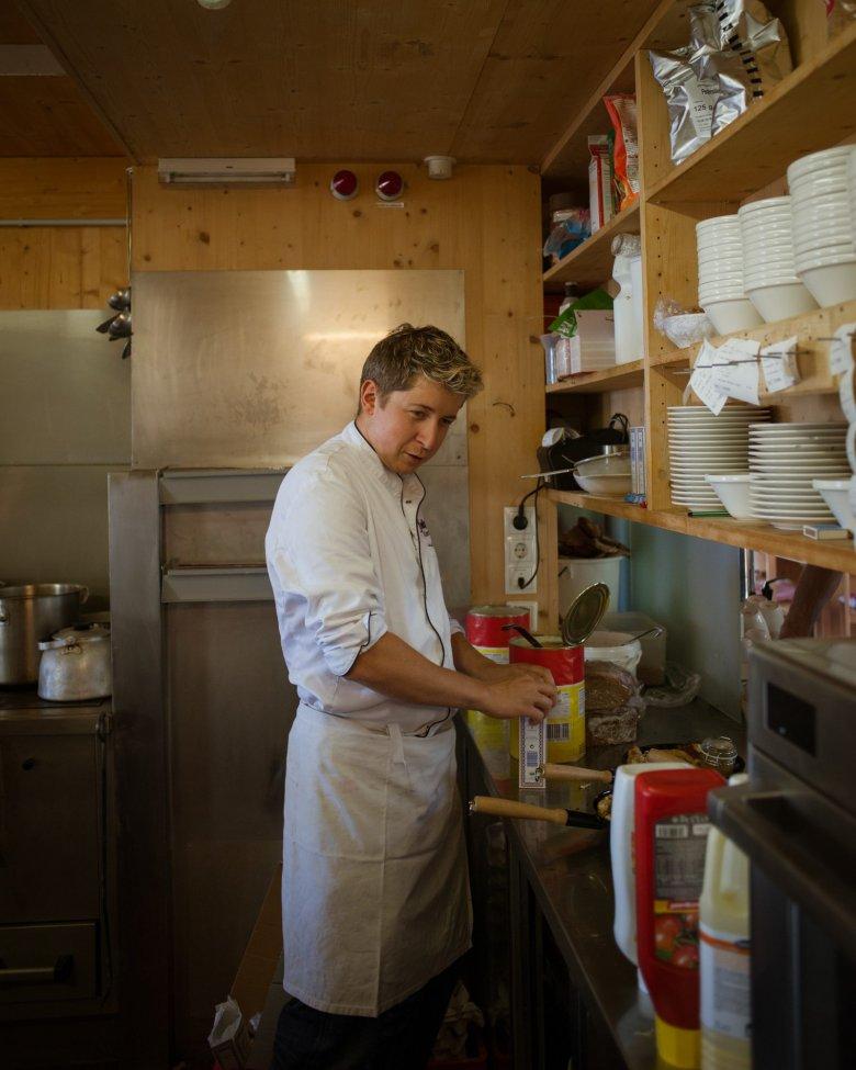 A undici anni Manuel era già un cuoco pieno di passione e si mise alla stufa per preparare il tipico piatto dolce tirolese: il Kaiserschmarren. E lo è ancora oggi.
