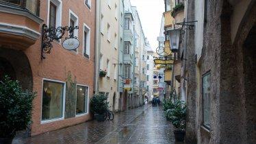 La città storica di Innsbruck sotto la pioggia, © Tirol Werbung/Ruth Wytinck