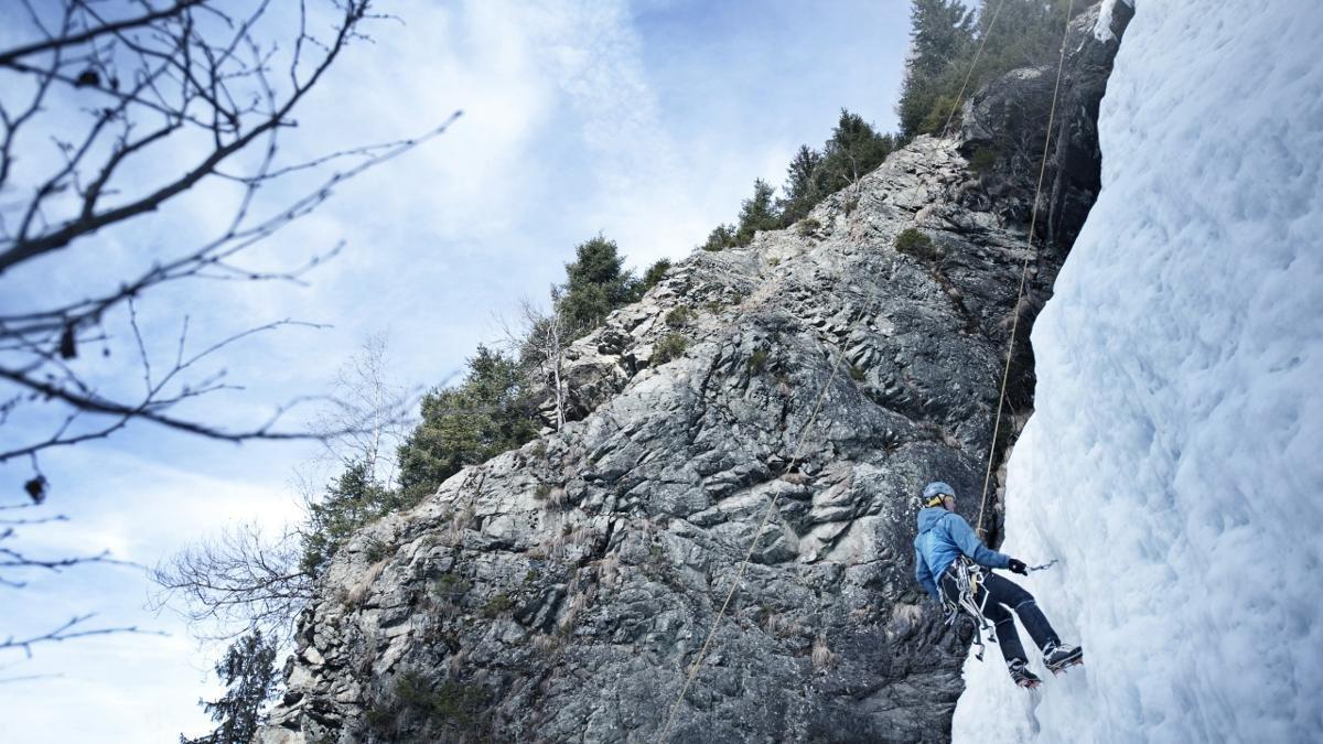 Uguale se estate o inverno, uguale se esperto o novizio: Le goulotte di ghiaccio di Mittelberg offrono dei percorsi per diversi livelli sportivi., © Pitztal