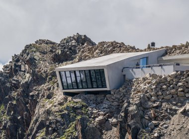 Il Bond-Museum visto da fuori. I lavori a 3000 metri di quota sono stati estremamente impegnativi. Foto: Ricardo Gstrein/Ötztal Tourismus