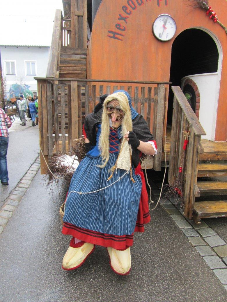 Una classica strega durante le sfilate del carnevale tirolese, © Patrizia Miotti