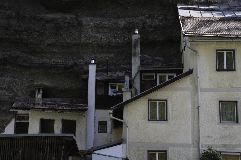 """Visibili solo a metà: le casette """"Bergl-Häuser"""". (Foto: Tirol Werbung/Bernhard Aichner), © Tirol Werbung/Bernhard Aichner"""