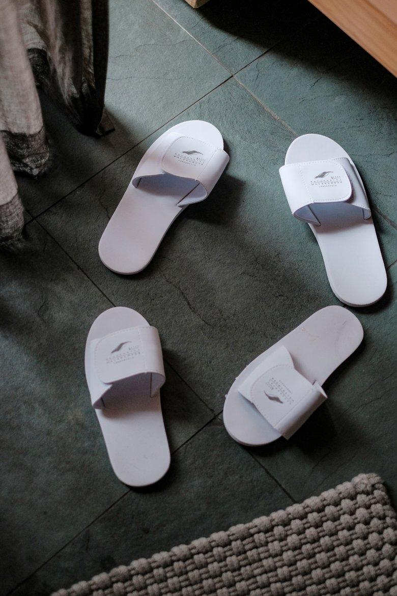 Visto che le pantofole venivano fornite solo in buste di plastica sigillata, l'Hotel Waldklause…