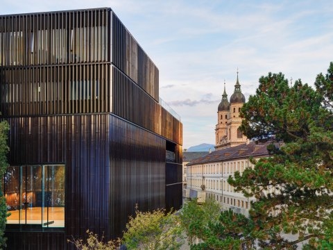 Haus-der-Musik_AussenansichtmitJesuitenkirche_10058_cGuentherEgger