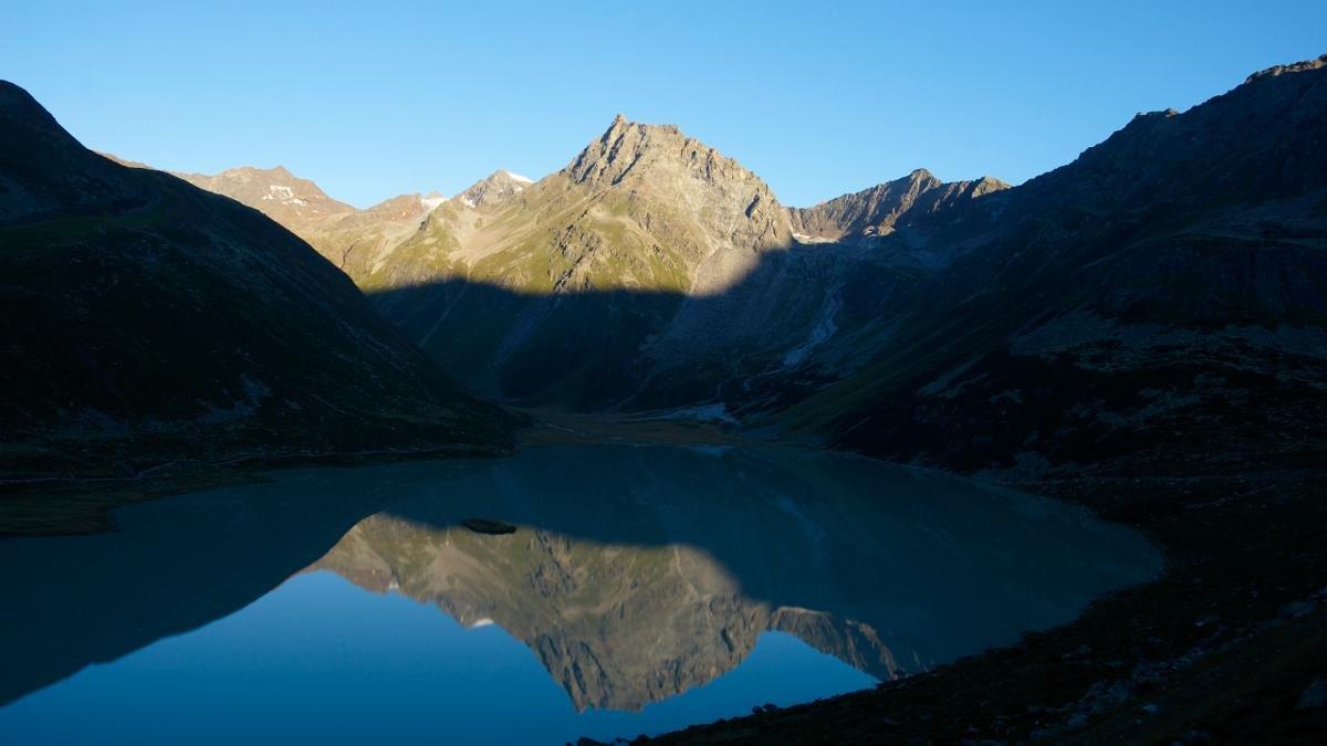 Dov' è che ci trova il lago alpino più alto dell'Austria? Giusto, nella valle di Pitztal. Nel lago Riffelsee scorrazzano dei branzini e salmarini alpini e attorno il lago passeggiano delle famiglie con delle carrozzine., © Pitztal