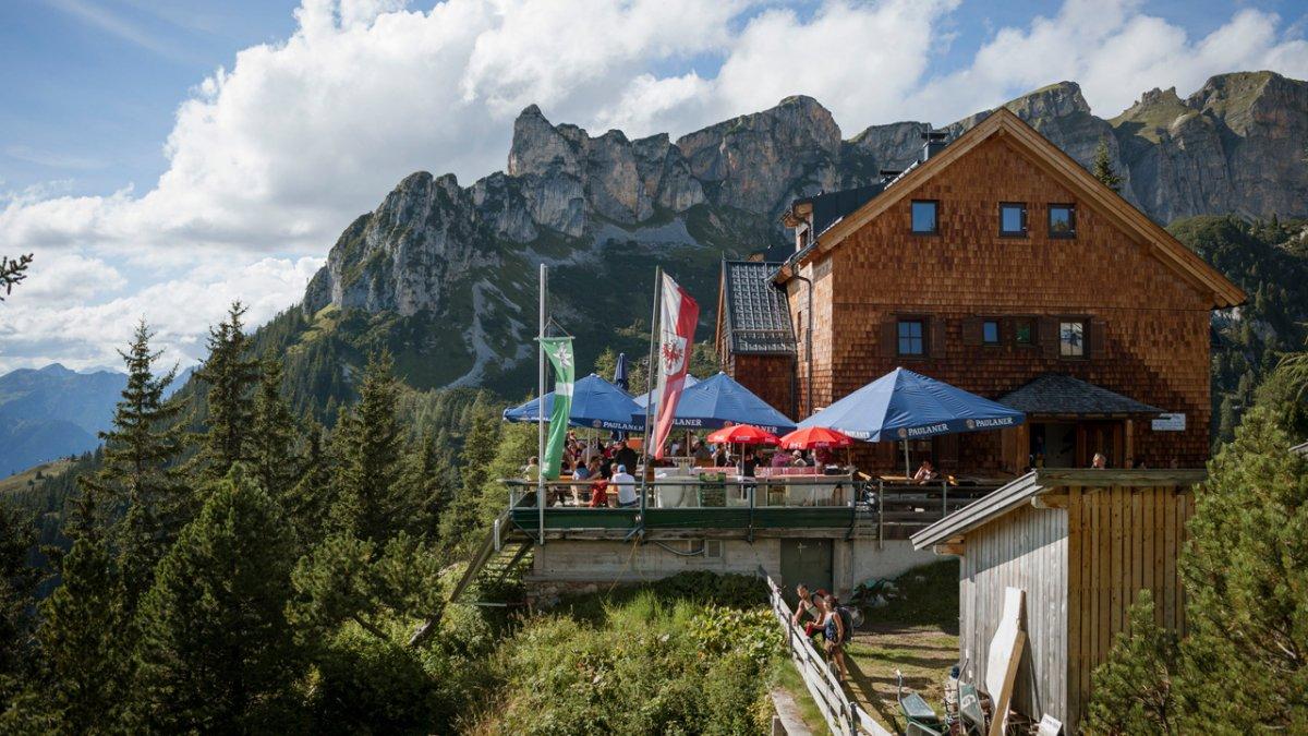 Sentiero dell'aquila: traguardo di tappa, il rifugio Erfurter Hütte, © Tirol Werbung