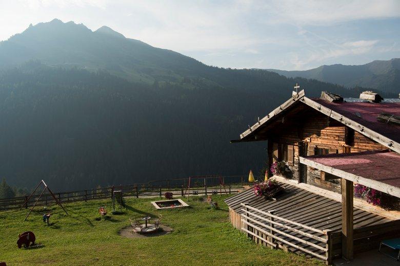 La Peer Alm si trova nella vallata di Navis, a 1.663 metri s.l.m.