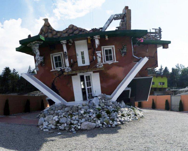 Una casa sotto sopra da visitare a Vomperbach presso Terfens. (Foto: Haus steht Kopf)