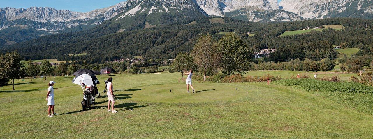 Il campo da golf Wilder Kaiser con il Wilder Kaiser nel fondo, © Tirol Werbung / Sandbichler Peter