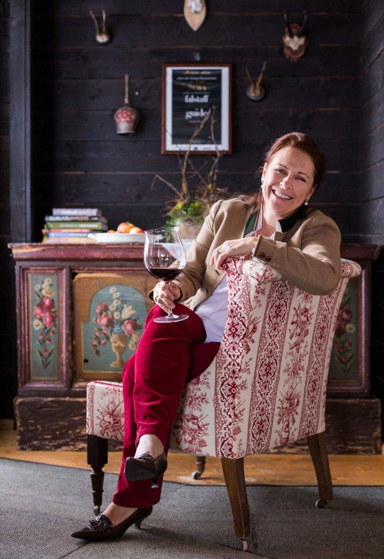 Annemarie Foidl gestisce la baita Angerer Alm insieme alla propria figlia Katharina ed è anche Presidente dell'Associazione Sommelier d'Austria.