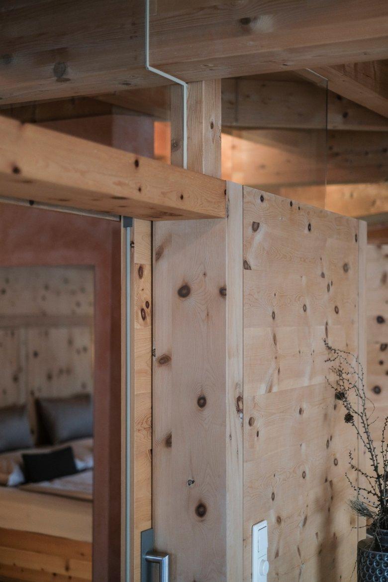La costruzione con legno massiccio non ha bisogno di viti e colla.