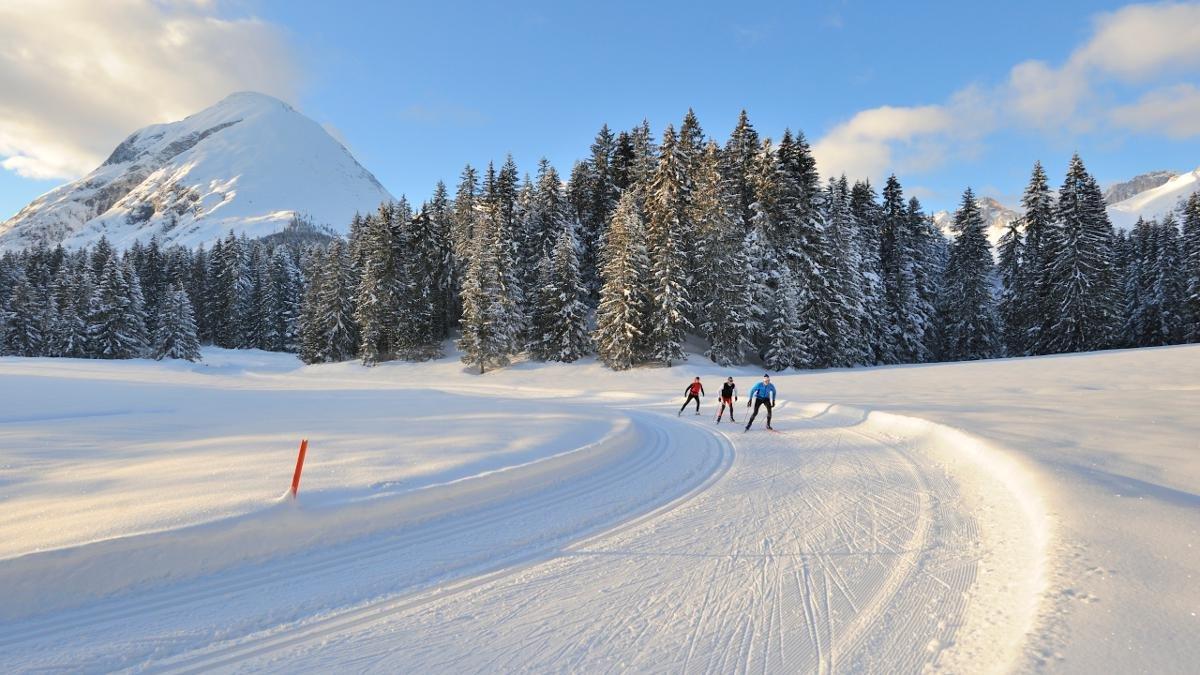 Sci allacciati, un panorama invernale incredibile - per essere felici serve poco, © Tirol Werbung