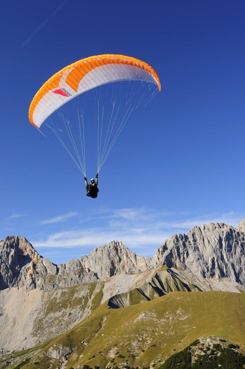 »Hike and fly« – escursionismo e volo si chiama questo nuovo trend sportivo. , © Tirol Werbung