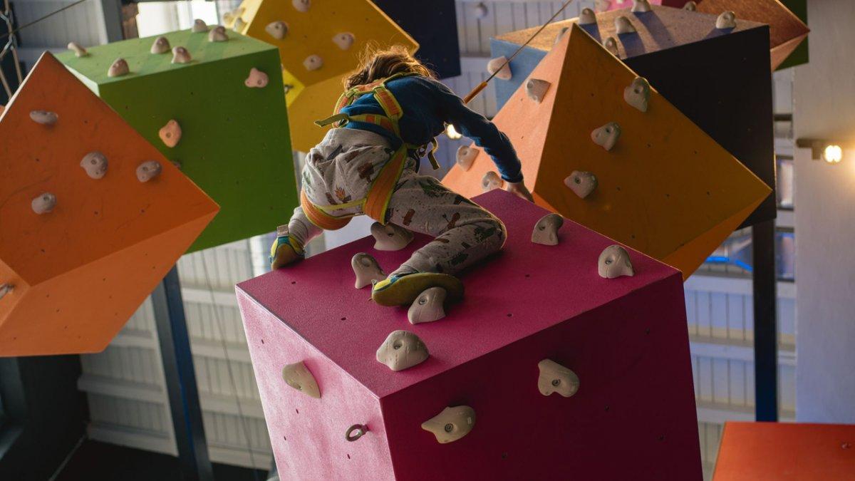 Gli asili indoor con parco giochi sono i luoghi perfetti per i giovani talenti. E qui la noia non esiste proprio., © Tirol Werbung/Casey Moore