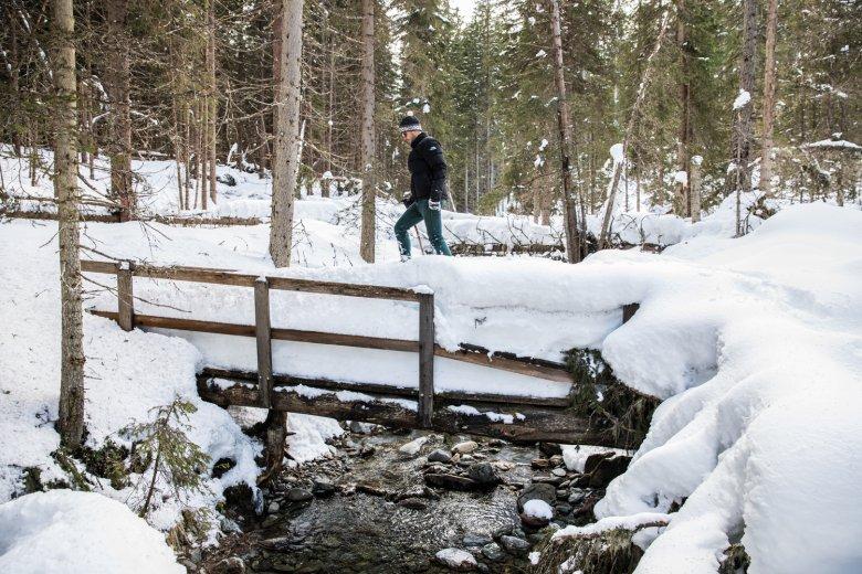 Dove la neve non è battuta, è impossibile farsi strada senza racchette da neve.
