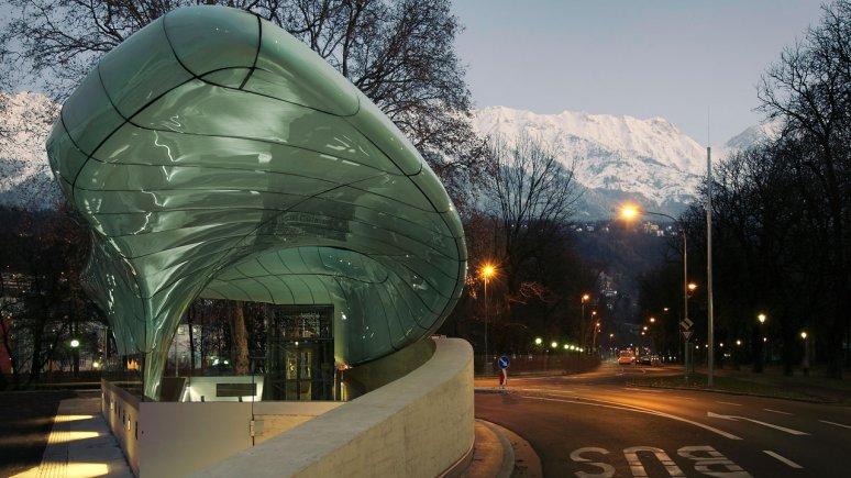 La stazione del funiculare Hungerburgbahn dell'architetta Zaha Hadid presso il centro dei congressi a Innsbruck., © Tirol Werbung/Stefan Dauth