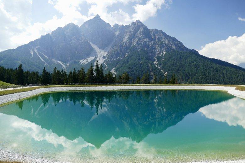 "Splendida vista sulla montagna ""Serles"", con la sua presenza dominante."