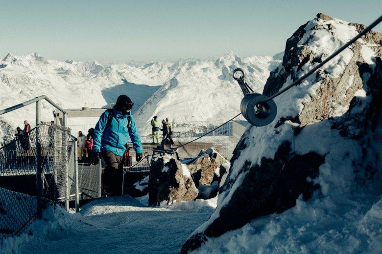 Con l'aiuto di una scaletta di metallo presso la stazione a monte Gaislachkogel anche i meno sportivi possono ambire a salire su un tremila.