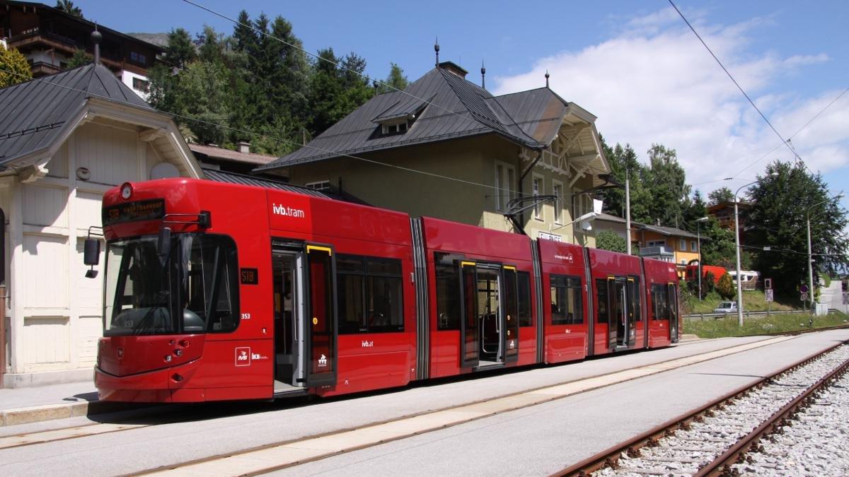 La ferrovia Stubaibahn trasporta ogni anno più di un milione d'ospiti. Ai suoi tempi la ferrovia veniva costruita in primo luogo per esportare della siderurgia apprezzata., © Stubai Tirol