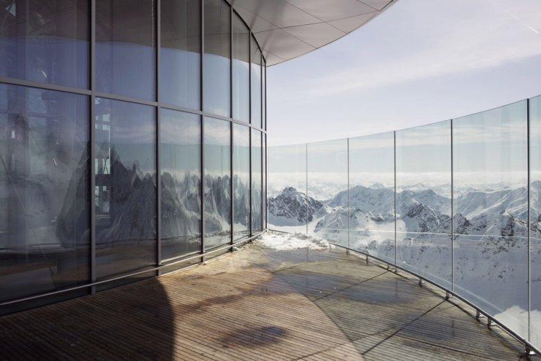 Prendere il café ammirando oltre 50 cime che superano i 3.000 metri. Foto: Tirol Werbung, Verena Kathrein